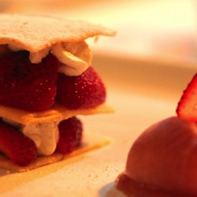 Strawberries & cream shortbread wafers